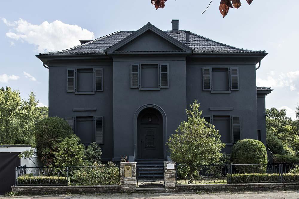 schwarze-Villa-Front