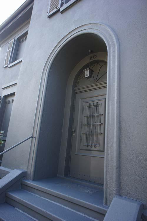 Schwarze Villa-k-Eingang